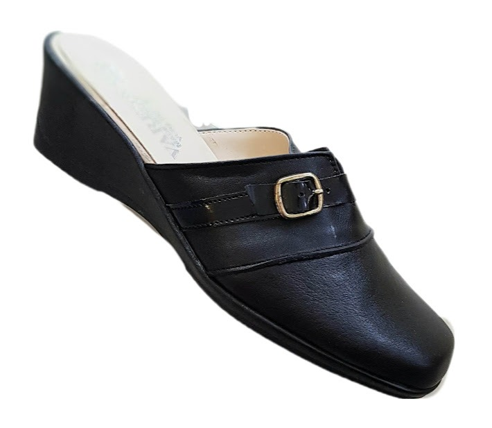 linea-comfort-calzatura-aperta-dietro-pelle-cinturino-donna-col-nero