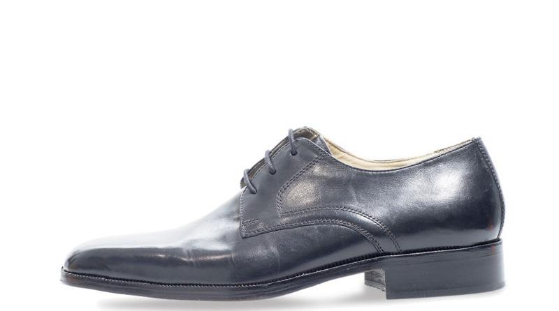 calzatura-uomo-stringata-in-pelle-con-lacci-col-nero